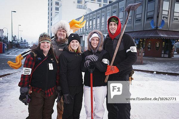 Fotografie folgen Zeremonie Schaufel Start Wachmann Alaska Anchorage Innenstadt Pose