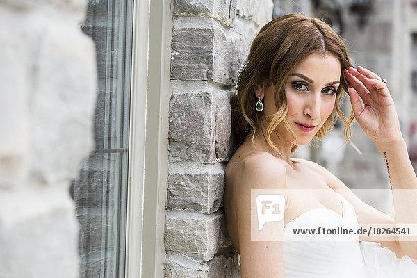 Außenaufnahme Portrait Braut freie Natur