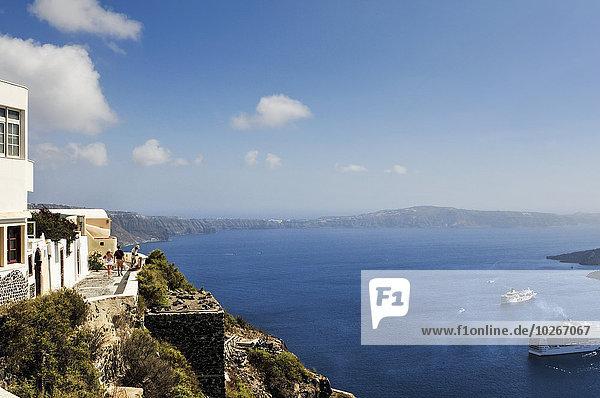 über Weg Tourist Meer vorwärts spazierengehen spazieren gehen Santorin Griechenland