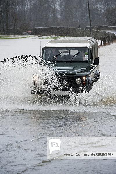 fahren Fernverkehrsstraße Landschaft Flut Land Rover Cumbria England