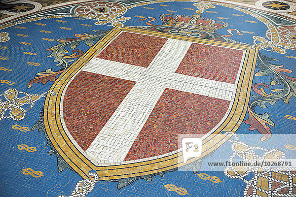 Mailand Flagge als Fliesen Mosaik auf dem Boden; Mailand  Lombardei  Italien