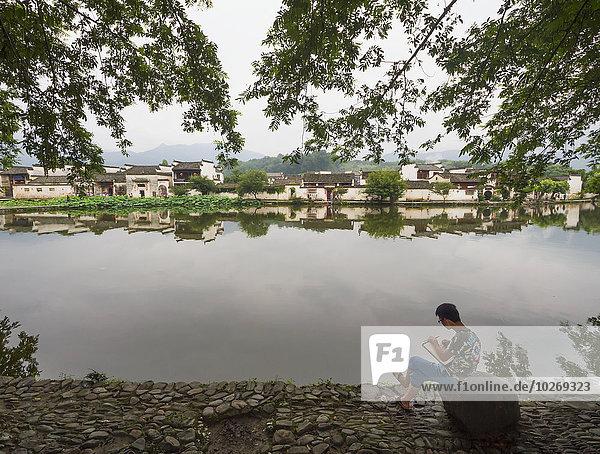 Painter by Nanhu Lake  Hongcun  Anhui  China