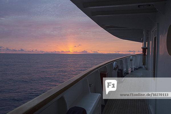 Sonnenuntergang Boot angeln groß großes großer große großen Sport Tahiti