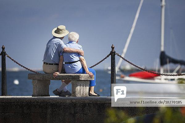 sitzend, Senior, Senioren, Amerika, über, Anker, Sitzbank, Bank, hinaussehen, Verbindung, Segelboot, Bucht, Florida