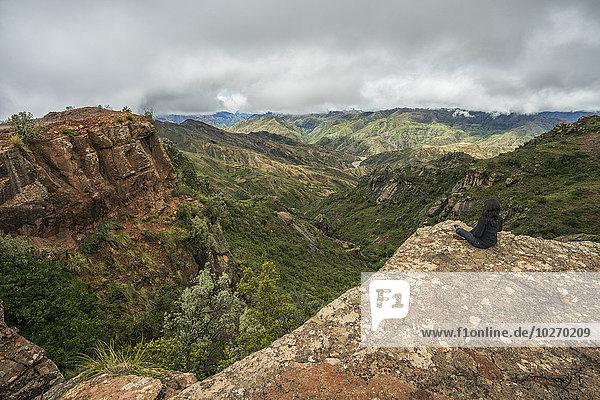 Nationalpark Frau Schönheit sitzend Landschaft über hinaussehen
