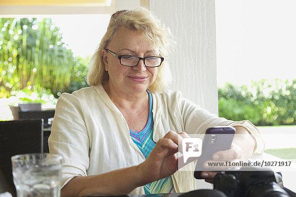 Handy Einkaufszentrum Frau Verbindung