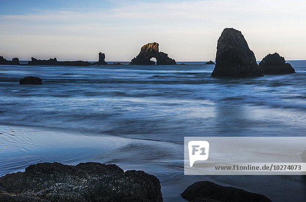 hoch oben Stapel Amerika ankommen Meer Verbindung Cannon Beach Oregon Sonne