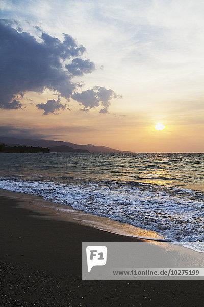 Dili Hauptstadt Sonnenuntergang über Meerenge