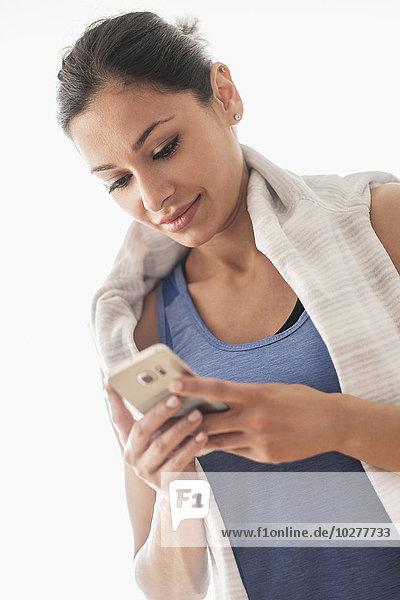 junge Frau junge Frauen benutzen Smartphone