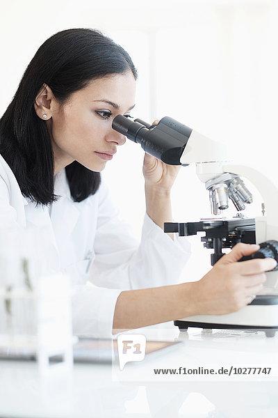 Frau Labor Forschung