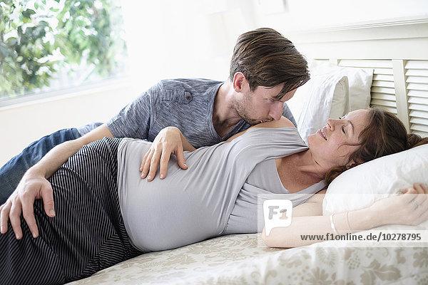 liegend liegen liegt liegendes liegender liegende daliegen Bett