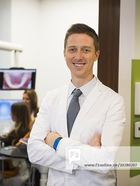Patientin Portrait Kollege Hintergrund Zahnarzt