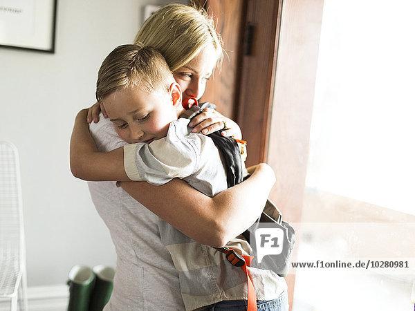 umarmen Sohn Mutter - Mensch
