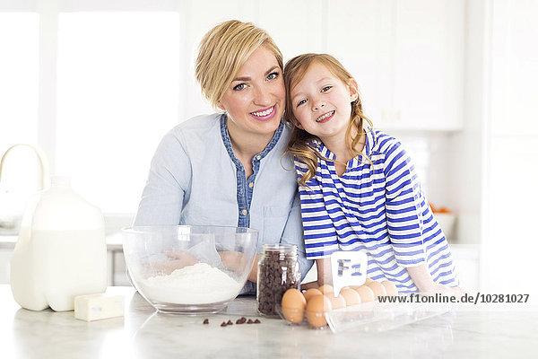 Portrait Küche Zeit Geld ausgeben Mädchen Zeit verbringen