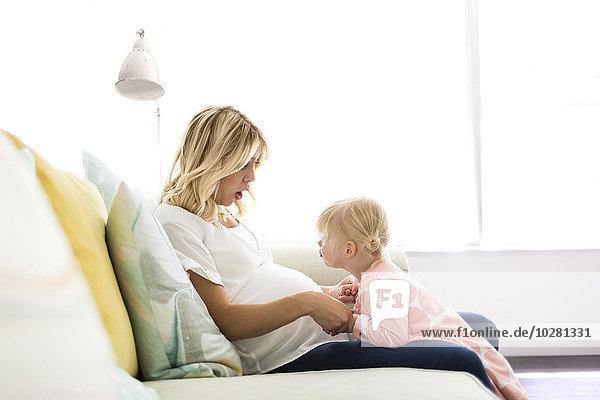 Interior zu Hause Zeit Geld ausgeben Tochter Mutter - Mensch Zeit verbringen