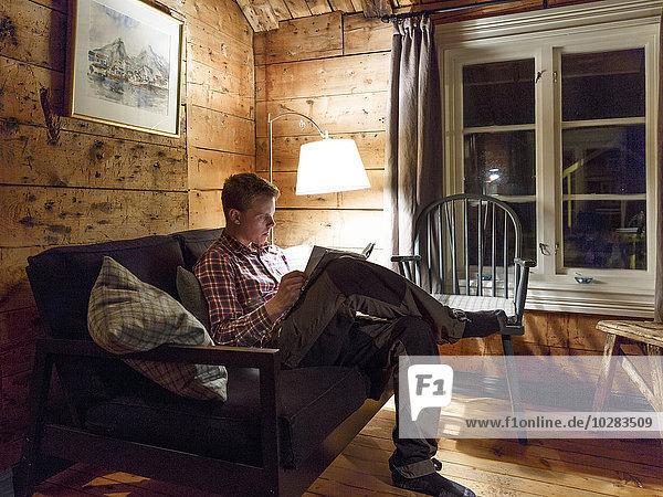 Mann Buch Nacht jung Taschenbuch vorlesen