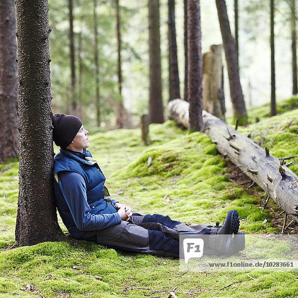 Mann Entspannung Wald