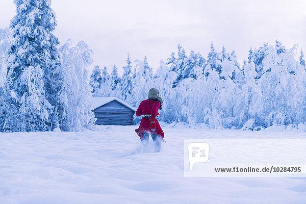 Frau rennen Schnee