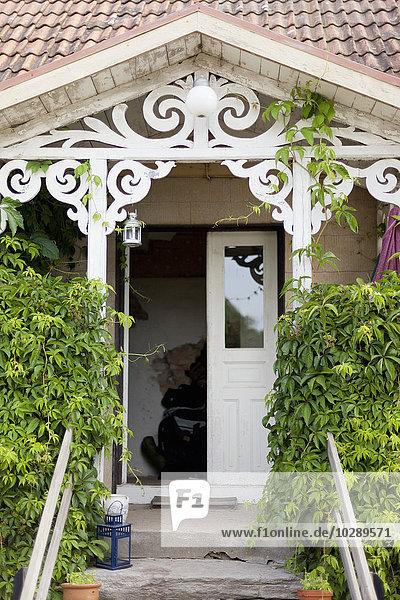 Schweden  Skane  Vanga  Haus mit verziertem Eingang
