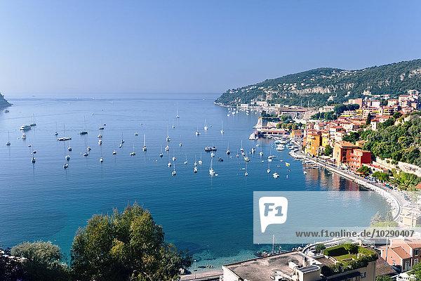 Frankreich  Provence-Alpes-Côte d'Azur  Villefranche-sur-Mer  Segelboote in der Bucht