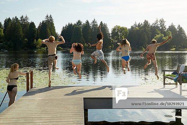Freunde haben Spaß am See  Seattle  Washington  USA