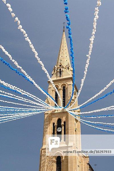 Kirche Notre-Dame während des La Felibree Festivals  Bergerac  Dordogne  Aquitanien  Frankreich  Europa