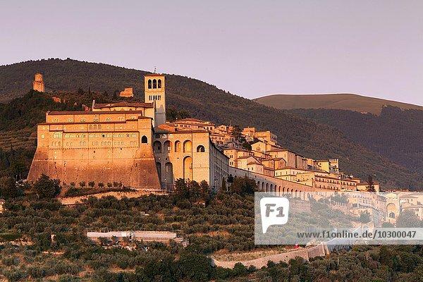 Basilika San Francesco  UNESCO Weltkulturerbe  Assisi  Provinz Perugia  Umbrien  Italien  Europa