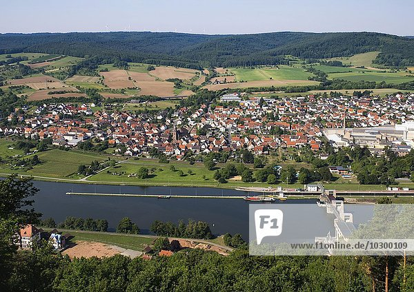 Main mit Trennfurt  Blick vom Aussichtsturm bei Klingenberg am Main  Mainviereck  Unterfranken  Franken  Bayern  Deutschland  Europa