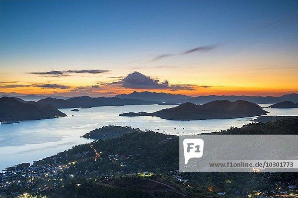 Sonnenuntergang über den Calamian-Inseln  Ausblick vom Mount Tapyas View Deck  Insel Busuanga  Palawan  Philippinen  Asien