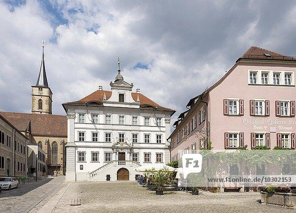 Marktplatz mit Pfarrkirche St. Veit und Rathaus  Iphofen  Mainfranken  Unterfranken  Franken  Bayern  Deutschland  Europa