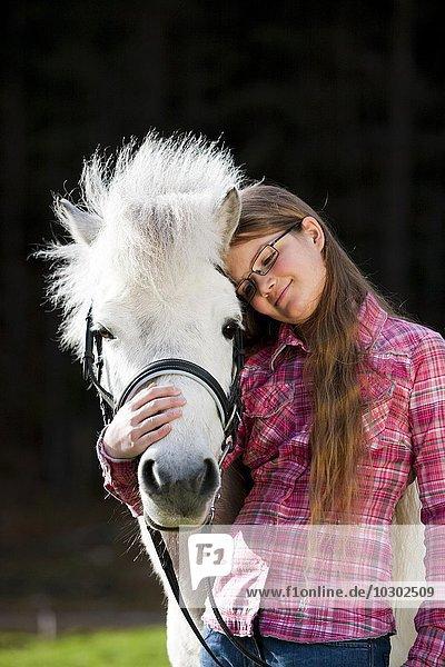 Mädchen mit Pony  Schimmel  Österreich  Europa
