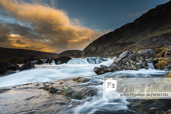 Dynjandi Foss Wasserfall  Westfjorde  Island  Europa