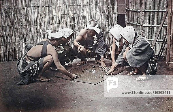 Japaner spielen auf der Straße  Japan  Asien