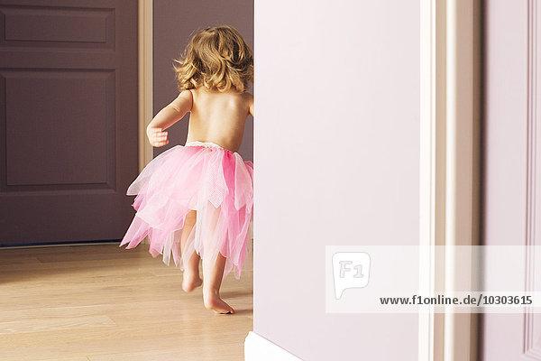 Kleines Mädchen im Tutu  Rückansicht Kleines Mädchen im Tutu, Rückansicht