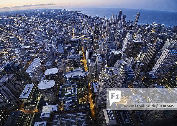 USA  Illinois  Chicago  Blick vom Willis Tower am Abend