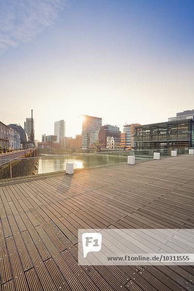 Deutschland  Düsseldorf  Medienhafen  Alte Lagerhallen am Julio Levin Ufer Deutschland, Düsseldorf, Medienhafen, Alte Lagerhallen am Julio Levin Ufer