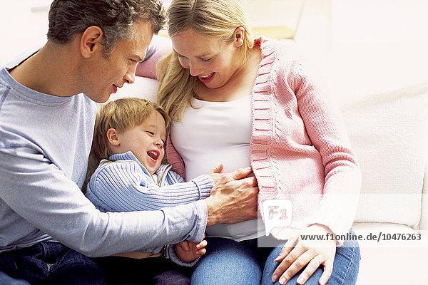 Frau Fortbewegung Emotion Menschlicher Vater Geschwister Sohn Schwangerschaft