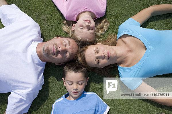 Menschlicher Vater Sohn schlafen Boden Fußboden Fußböden Tochter Mutter - Mensch