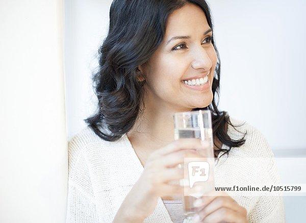 Wasser Portrait Frau Glas halten
