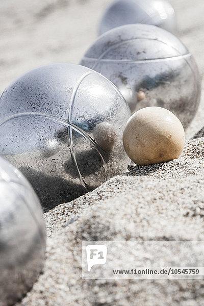 Boulekugeln am Strand  nahe Rimini  Italien  Europa