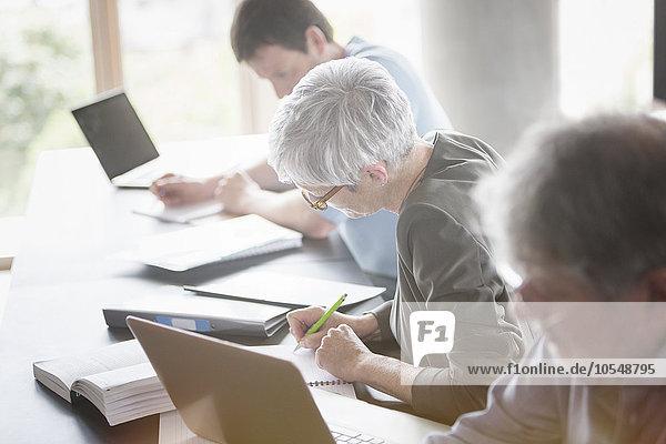 Studenten  die in der Erwachsenenbildung studieren
