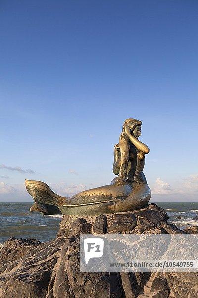 Strand Statue Abenddämmerung Asien Songkhla Thailand