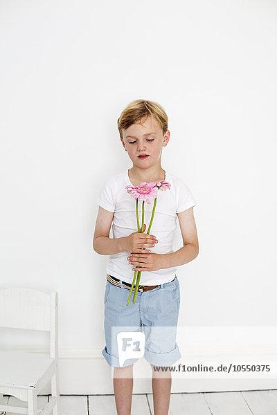 Pose Fotografie Blume Junge - Person Bündel halten Fotograf jung Studioaufnahme