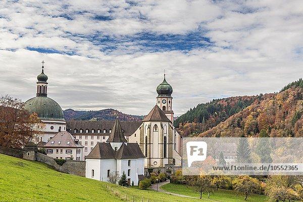 Kloster St. Trudpert im Herbst  ehemaliges Benediktinerkloster  Münstertal  Schwarzwald  Baden-Württemberg  Deutschland  Europa