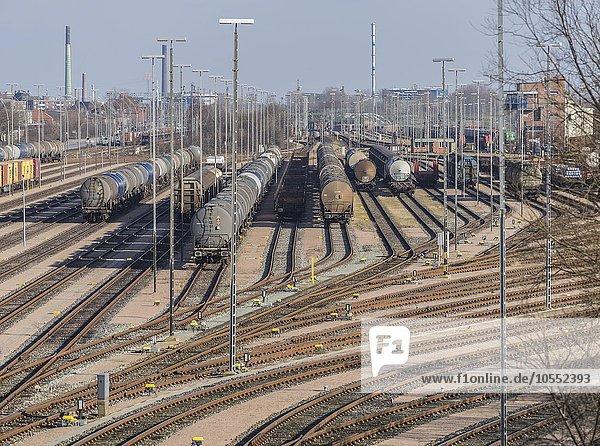 Abstellgleise mit Güterzügen  Güterbahnhof  Hamburg  Deutschland  Europa