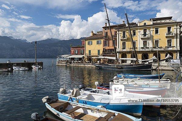 Hafen von Malcesine  Gardasee  Veneto  Venetien  Italien  Europa