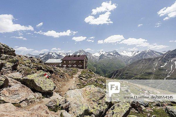 Breslauer Hütte  Venter Tal  Ötztaler Alpen  hinten der Alpenhauptkamm  Schutzhütte  Vent  Sölden  Ötztal  Tirol  Österreich  Alpen  Europa