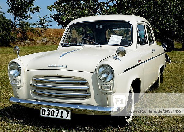 Oldtimer Ford Anglia DeLuxe 1956 in Ystad  Schweden  Europa