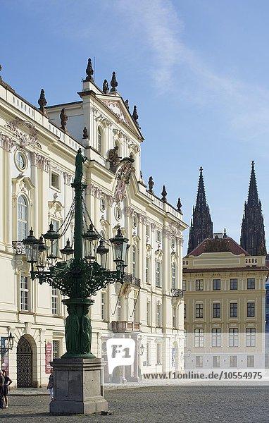 Hradschiner Platz  Lobkowitz Palais oder Erzbischöfliches Palais  Prag  Tschechien  Europa