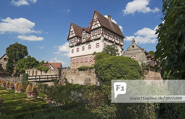 Schloss Neunhof  Jagdschlösschen  vorne der Barockgarten  Neunhof  Nürnberg  Mittelfranken  Bayern  Deutschland  Europa